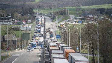 Les blocages routiers ne sont pas venus à bout de la redevance kilométrique mais la contestation continue au Parlement wallon