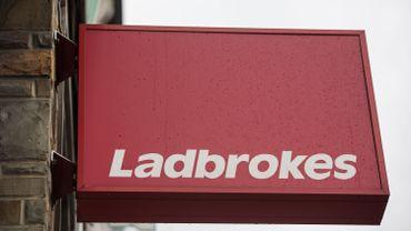 La société de paris Ladbrokes continue de proposer des paris virtuels à ses clients.