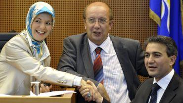 Mahinuri Özdemir et Emir Kir au Parlement bruxellois.