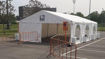 Le centre de dépistage installé sur le parking du stade de Tivoli