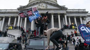 Des partisans du président Donald Trump devant le Capitole à Washington le 6 janvier 2021