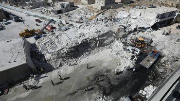 Des immeubles aplatis après l'explosion d'un dépôt d'armes dans une zone résidentielle de Sarmada, dans la province d'Idleb en Syrie qui a fait au moins 12 morts, le 12 août 2018