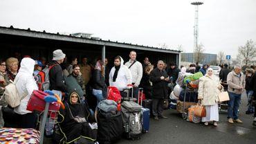 Des passagers évacués de l'aéroport d'Orly le 18 mars 2017
