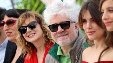 Le cinéaste Pedro Almodovar entouré des actrices de son dernier long-métrage.