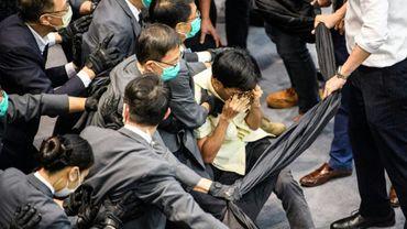 Heurts au Conseil législatif, le 18 mai 2020 à Hong Kong.