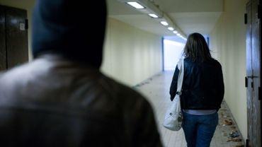 """""""Les plaintes sont relativement faibles aujourd'hui encore. """"Vie Féminine"""" a réalisé une étude en 2007 qui repose sur plus de 400 témoignages de jeunes enfants francophones. Parmi les répondantes, seuls 3% ont porté plainte pour l'agression vécue dans l'espace public""""."""