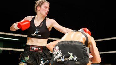 Delfine Persoon conserve sa ceinture mondiale des poids légers WBC