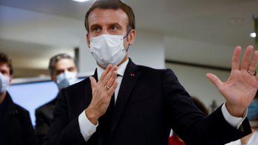 """Confinement en France: Macron dit vouloir mettre fin à """"l'incertitude"""""""