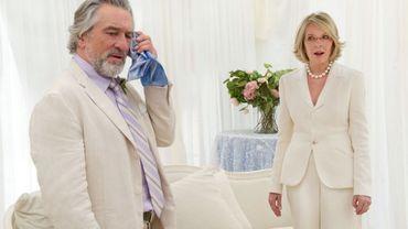 """Robert De Niro et Diane Keaton incarnent deux divorcés obligés de jouer l'amour dans """"Un grand mariage"""""""