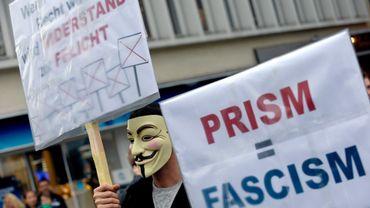"""Un manifestant à Hanovre le 29 juin avec une pancarte portant l'inscription """"Quand l'injustice est la loi, la résistance devient le devoir""""."""