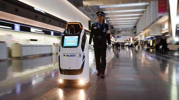 Ces robots sont dévoilés alors que le Japon connaît une pénurie de main-d'œuvre en raison du vieillissement de sa population.