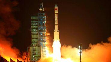 Une fusée chinoise Longue Marche 2F est lancée depuis le centre spatial de Jiuquan, le 2 avril 2018.