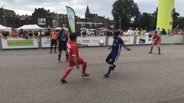 Une compétition de foot prend place devant la gare des Guillemins