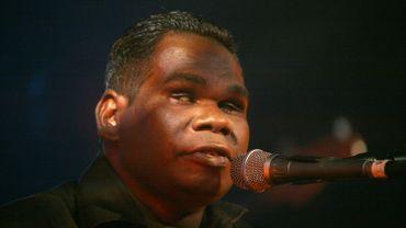 Gurrumul, qui a vendu un demi-million d'albums, avait notamment collaboré avec de grands noms de la scène internationale, comme Quincy Jones ou Elton John