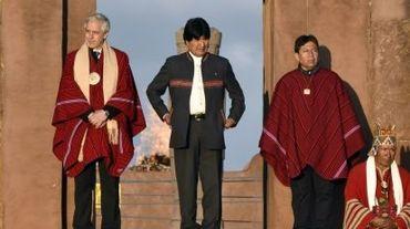 Le président bolivien, Evo Morales (c), dans les ruines de Tiwanaku, à 70 km de La Paz, le 21 octobre 2015