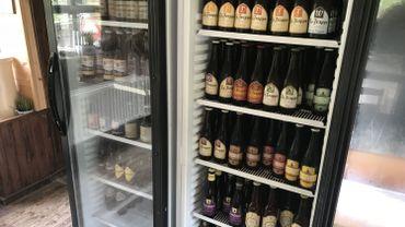 """Belges (à gauche) ou étrangères (à droite), toutes les bières des brasseries ayant le label """"Authentic Trappist Product"""" sont présentes au Mondial des Trappistes"""