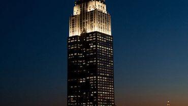 A New York, l'Empire State Building scintille désormais pendant cinq minutes toutes les heures en début de nuit.
