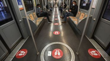 Milan, capitale de la Lombardie, région italienne la plus touchée par le coronavirus, a commencé à préparer ses métros à la levée progressive du confinement à partir du 4 mai.