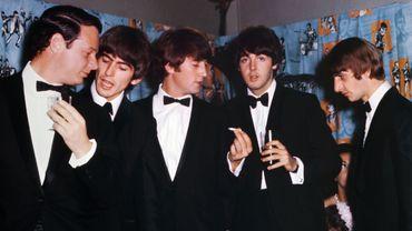 """Les Beatles lors de la première de """" A Hard day's night"""" à Londres en 1964"""