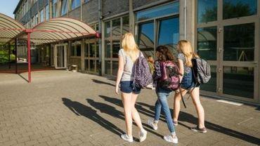 A Bruxelles, 63 écoles sur 107 sont complètes.