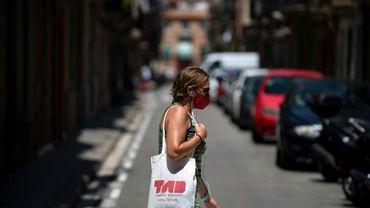 Une femme portant un masque dans un quartier de Barcelone, le 18 juillet 2020