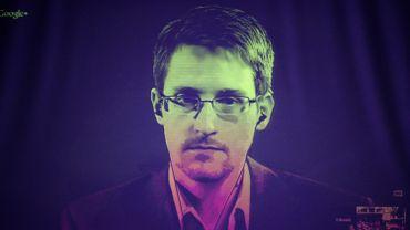 Edward Snowden a enregistré des phrases, qui sont utilisées en samples répétitifs tout au long du titre techno