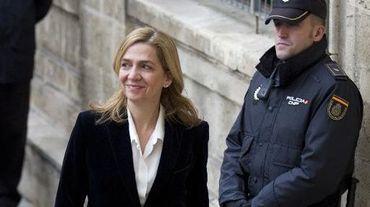 L'infante Cristina (c),  mise en examen pour fraude fiscale et blanchiment de capitaux présumés, arrive au Palais de justice de Palma de Mallorca, le 8 février 2014