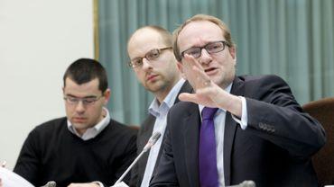 """Pour Ben Weyts (à droite) l'attitude de la ministre de l'Intérieur incite les """"francophonissimes FDF"""" à ne pas  respecter les circulaires Peeters"""