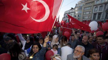 Le public est majoritairement composé de Belgo-turcs, mais compte également des ressortissants turcs d'Allemagne ou des Pays-Bas.