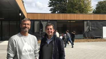 Après sept ans et d'énormes efforts et sacrifices, Fabian Gillard et Nicholas Brooke ont réussi leur pari de créer une toute nouvelle école adaptée aux besoins de leurs enfants