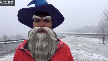 Justin Hinton avec un barbe et un chapeau de magicien