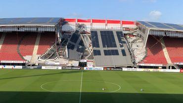 Une partie du toit du stade de l'AZ à Alkmaar s'est effondrée