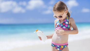Crème solaire pour enfant: la prudence est de mise!