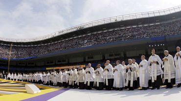Des victimes de prêtres américains obtiennent un accord de 210 millions de dollars