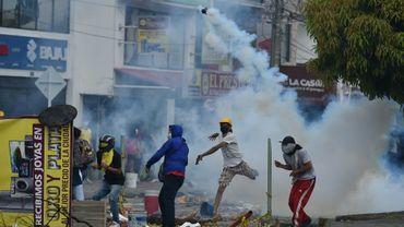 Heurts entre police et manifestants opposés à une réforme fiscale, le 3 mai 2021 à Cali, en Colombie