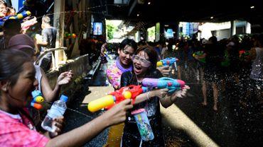 La Thaïlande entamait samedi trois jours de festivités à l'occasion du Nouvel An bouddhique et de ses batailles d'eau dans les rues