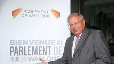 André Antoine (cdH), président de l'assemblée wallonne, a présenté le nouveau logo.