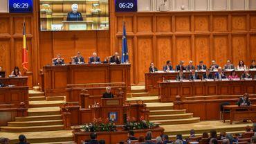 Roumanie: le gouvernement social-démocrate renversé par un vote au Parlement