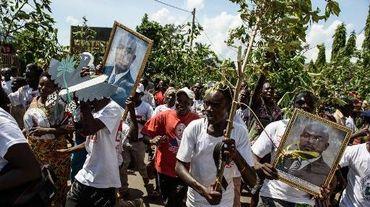 Le portrait du président Pierre Nkurunziza brandi par ses partisans le 15 mai 2015 à Bujumbura