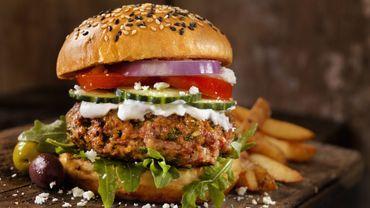 Recette : Burgers d'agneau bio au chèvre et au bacon
