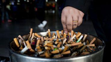 Le tabagisme provoque un décès sur dix dans le monde, dont la moitié dans seulement quatre pays: la Chine, l'Inde, les États-Unis et la Russie.