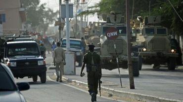 Des policiers à Mogadiscio après une attaque suicide, le 22 janvier 2015.