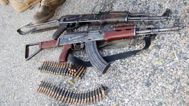 Une photo de l'armée nigériane montrant des armes prises à Boko Haram en octobre 2015.