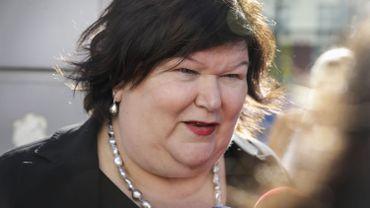 """Disponibilité """"limitée"""" du Clamoxyl: """"inutile de paniquer"""", assure Maggie De Block"""