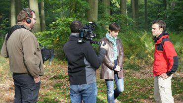 Tournage dans la forêt de Soignes avec Claire Collin, experte du climat.