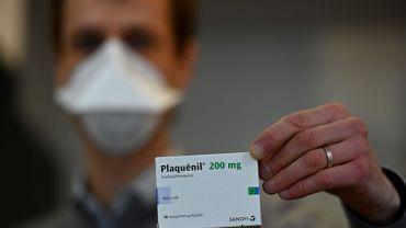 """Coronavirus en France: l'agence française du médicament alerte sur les """"effets secondaires"""" des traitements"""