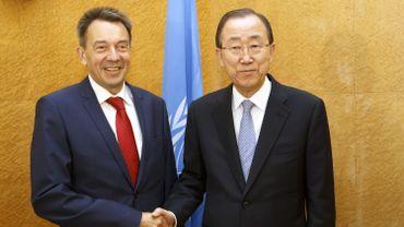 """Derrière les sourires, la préoccupation: Ban ki-Moon et Peter Maurer ont lancé samedi à Genève un appel urgent et """"sans précédent"""" à des actions concrètes pour résoudre les conflits en cours."""