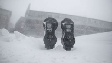 Une épaisse couche de neige couvre Boston et ses environs
