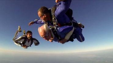 Le centenaire a tellement apprécié son tout premier saut qu'il prévoit de recommencer à l'avenir.