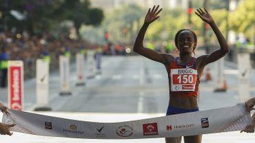 Elle reste en dessous du record sur un semi-marathon hommes-femmes
